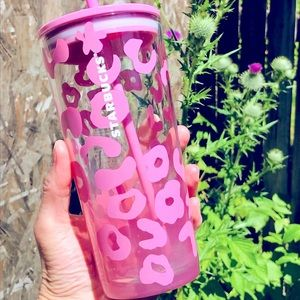 ⭐️HP🌀Starbucks pink leopard glass cup